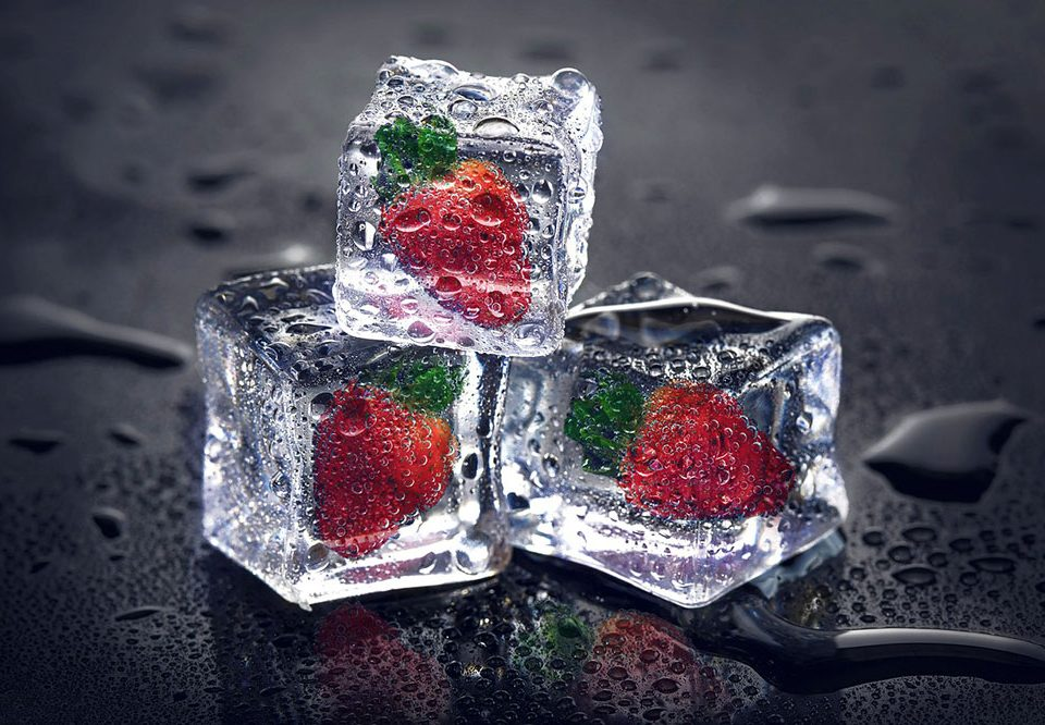 Cubetti di ghiaccio con frutta