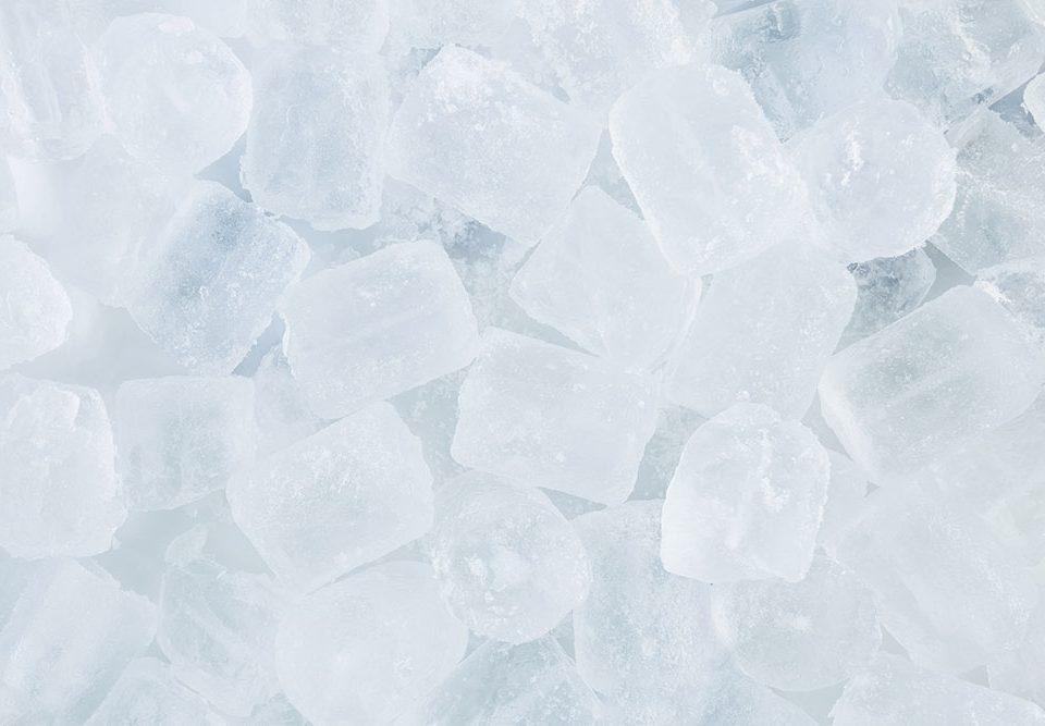 Come fare cubetti di ghiaccio senza stampo